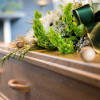 Begravelsestip: Skån dine medarbejdere for hårde løft og træk